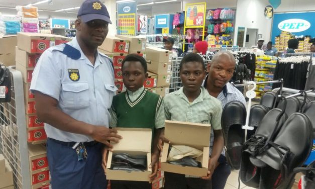 Good Samaritan cops put smile on learners' face