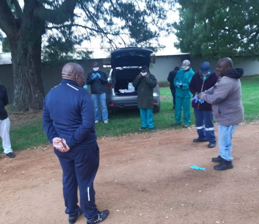 Vusi Shongwe visits farms to inspect whether workers adhere to Covid-19 safety rules