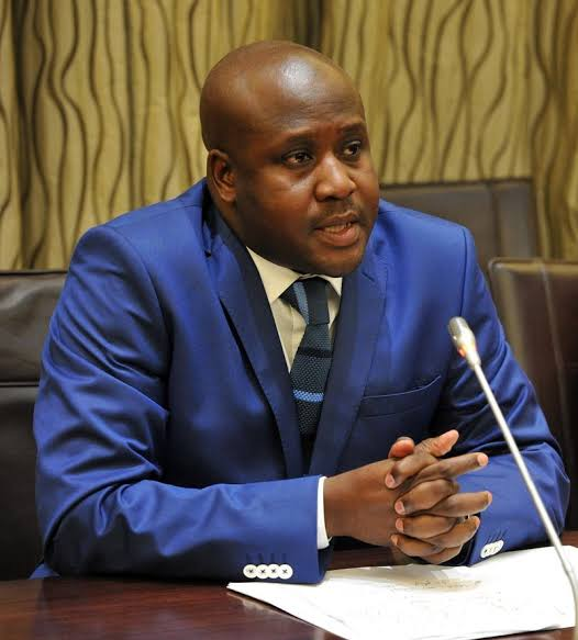 Bongani Bongo hands out blankets during 43rd birthday